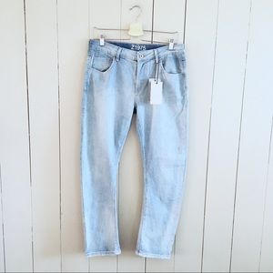 Zara Relaxed Fit Light Wash Denim Jeans NWT Sz 6